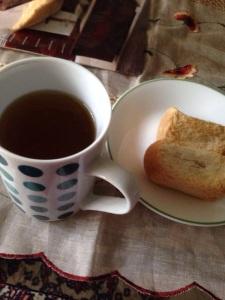 Secawan Teh Moringga dan roti kering......ummmp